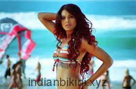 Bipasha Basu struts her stuff in Dhoom 2